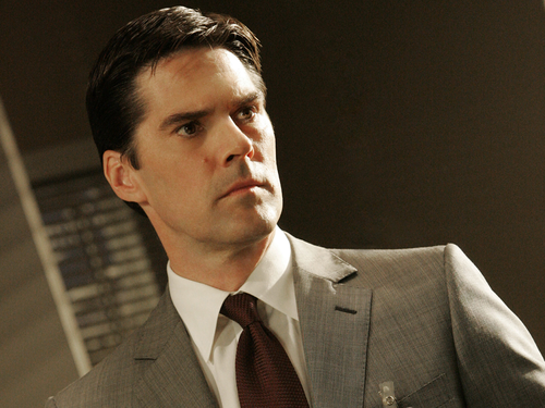 SSA Aaron Hotchner پیپر وال with a business suit, a suit, and a double breasted suit entitled Aaron Hotchner