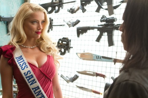 Machete kertas dinding titled Amber Heard as Miss San Antonio