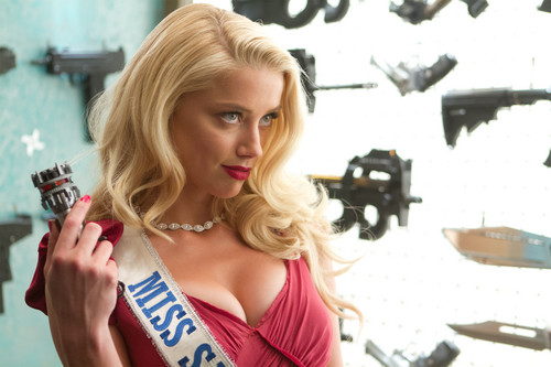 Machete kertas dinding possibly with a portrait entitled Amber Heard as Miss San Antonio