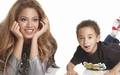 beyonce - Beyonce and her nephew wallpaper