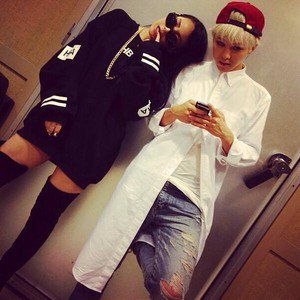"CL's Instagram Update: ""MR. G-DRAGON"" (130922)"