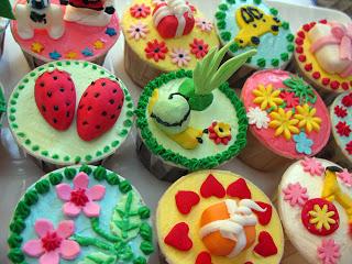 Random wallpaper containing a gumdrop titled Colourful Cupcakes