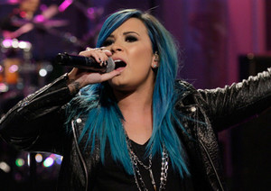 Demi Lovato blue hair *-*