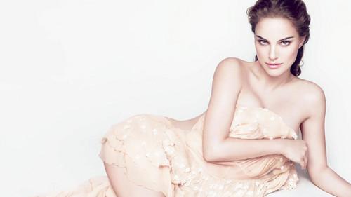 Natalie Portman wallpaper with skin called Diorskin Nude