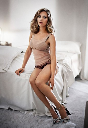 Scarlett Johansson karatasi la kupamba ukuta probably containing bare legs, hosiery, and tights entitled Esquire