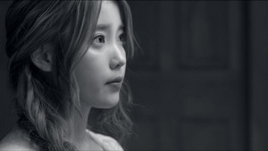 IU(アイユー) - 'The Red Shoes'
