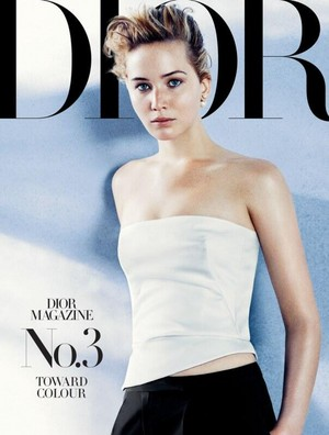 Jennifer Lawrence photographed bởi Michael Baumgarten for Dior