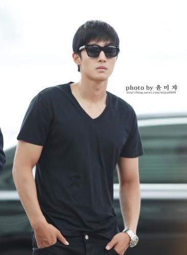 Kim Hyun Joong wallpaper probably with sunglasses entitled Kim Hyun Joong<3