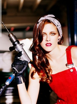 Kristen is a provocative Mechanic Girl