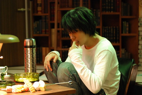 death note wallpaper possibly with a makan malam table, a brasserie, and a bouquet titled l Lawliet (liveaction)