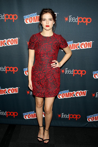 The Vampire Academy Blood Sisters wallpaper called NY Comic Con 2013 - Zoey Deutch