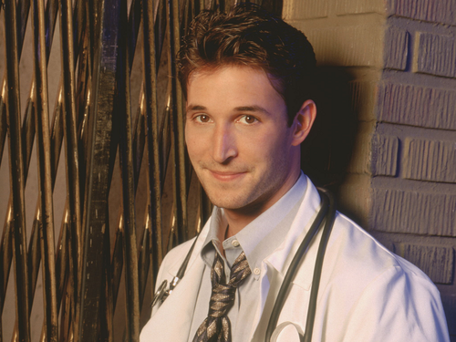 Noah Wyle Hintergrund possibly containing a business suit called Noah Wyle