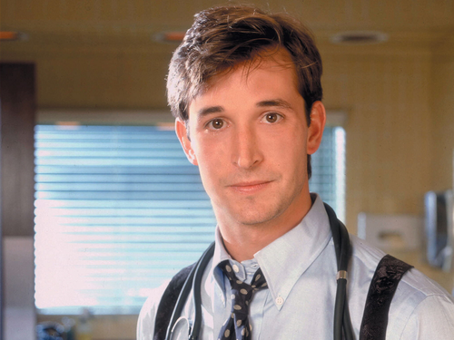 Noah Wyle Hintergrund possibly containing a business suit titled Noah Wyle