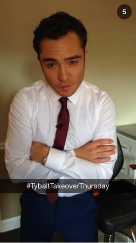 Ed Westwick Hintergrund possibly with a business suit entitled ROMEO ANDJULIET PROMOTION Von SNAPCHAT