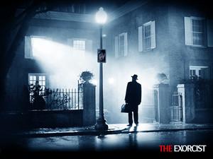 The Exorcist Damien Karras & Regan MacNeil karatasi la kupamba ukuta
