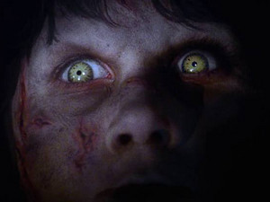 The Exorcist Regan MacNeil karatasi la kupamba ukuta