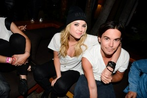 Tyler Blackburn And Ashley Benson
