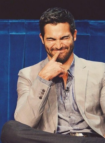 Tyler Hoechlin karatasi la kupamba ukuta probably containing a business suit entitled Tyler ♥