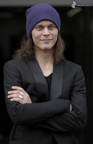 Ville Valo wallpaper with a business suit titled Ville <3 beautiful smile :)