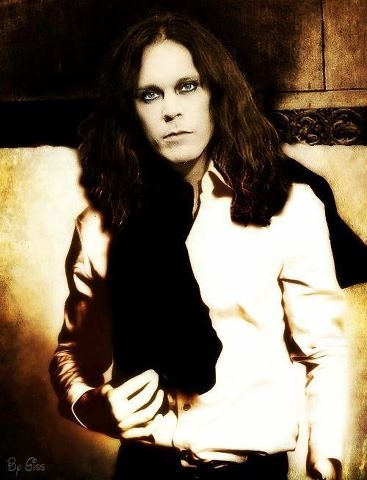 Ville Valo 壁纸 possibly with a well dressed person titled Ville <3