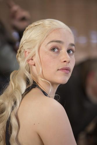 Daenerys Targaryen wallpaper containing a portrait titled daenerys
