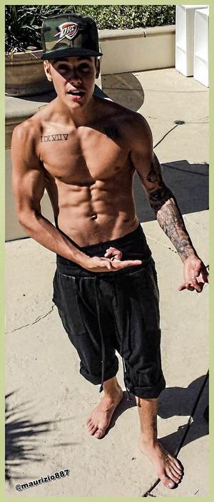 justin bieber Shirtless gym 2013