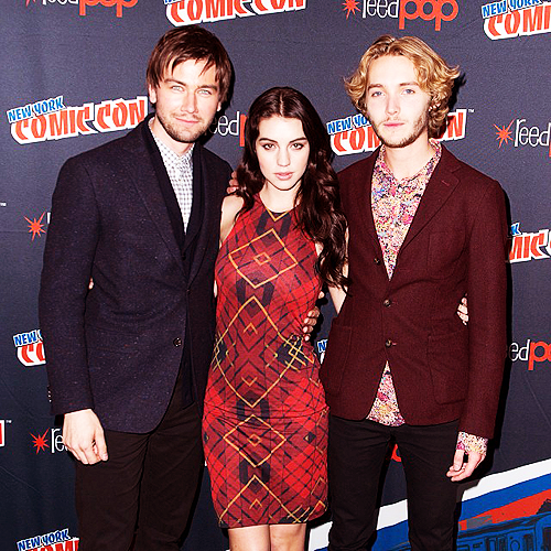 Reign [TV Show] fondo de pantalla containing a business suit called 'Reign' cast