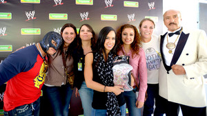 AJ Lee and Rey Mysterio meet WWE Фаны In Mexico City