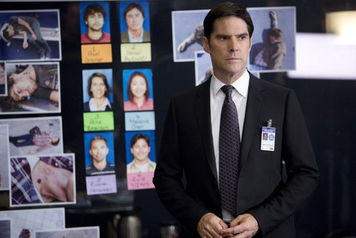 SSA Aaron Hotchner پیپر وال with a business suit, a suit, and a two piece titled Aaron Hotchner