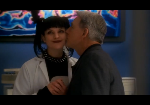 Abby Sciuto fond d'écran possibly containing a business suit and a portrait entitled Abby and Gibbs