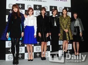 放学后(After School) JungAh, Juyeon,Uie,Raina,Nana and Lizzy at S/S Seoul Fashion Week