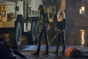 Arrow - Season 2 - foto's of The Vigilante and Black Canary