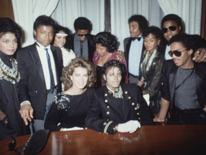 Brooke Shields And The Jackson Family Back In 1984