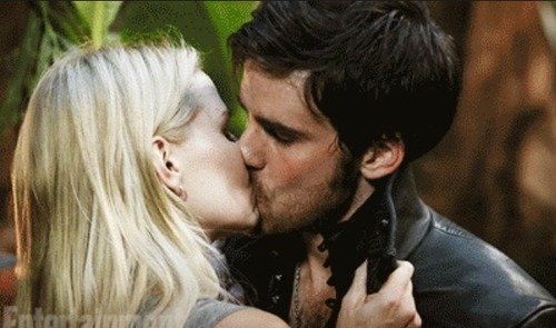 once upon a time emma and hook 4x01 This pin was discovered by amy jade duong discover (and save) your own pins on pinterest.