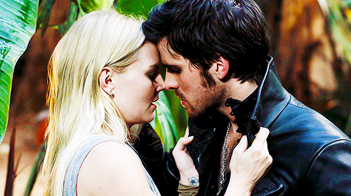 Captain Swan kiss@ - Once Upon A Time Photo (35853726 ...
