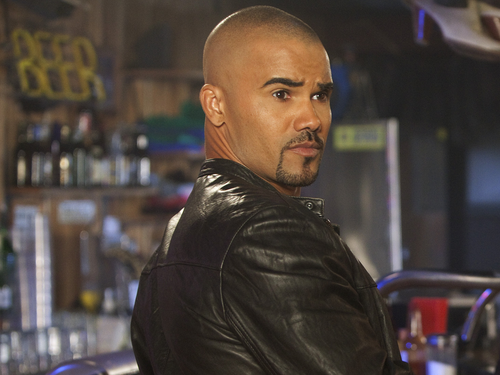 Esprits Criminels fond d'écran possibly with a business suit titled Derek morgan