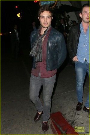 Ed Westwick is suave while exiting lâu đài, chateau Marmont Thursday (October 17) in West Hollywood, Calif.