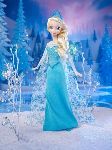 Elsa the Snow Queen hình nền titled Elsa Doll