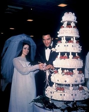 Elvis And Priscilla On Their Wedding día