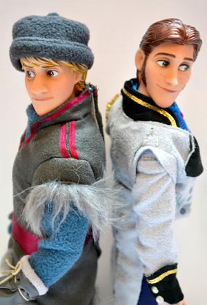 Kristoff and Hans anak patung