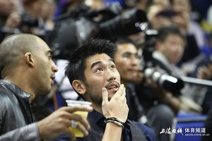 Godfrey at the Lakers Game [Shangai - 10.18.2013]
