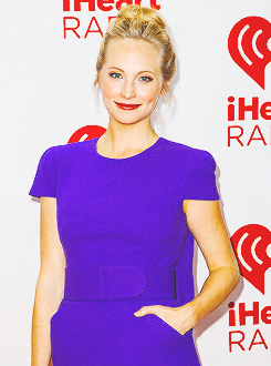 ヴァンパイア・ダイアリーズ 壁紙 possibly containing a jersey, a short sleeve, and a 遊び着, 演劇 entitled Ian, Candice, Claire and Kat attend iHeartRadio 音楽 Festival (Sept 21, 2013)