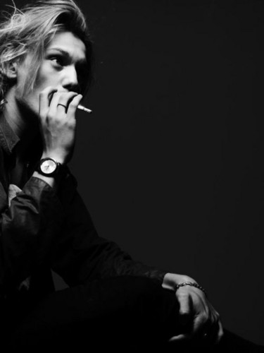 Jamie Campbell Bower achtergrond probably containing a concert titled Jamie ♥