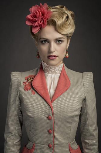 Dracula NBC fondo de pantalla titled Lucy Westenra