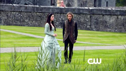 Reign [TV Show] 壁紙 probably containing a 通り, ストリート and a sign called Mary and Francis