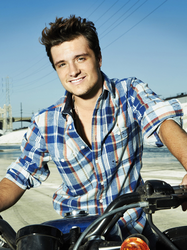 Josh Hutcherson wallpaper entitled New foto from the Seventeen photoshoot