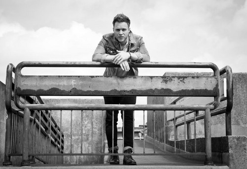 Olly Murs karatasi la kupamba ukuta possibly containing a bannister entitled Olly Murs for Interview Magazine