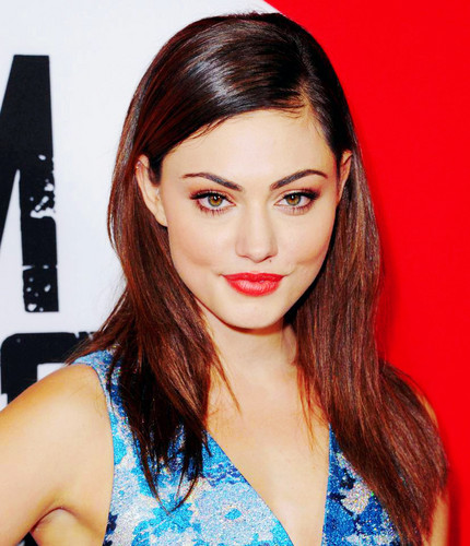 Hayley پیپر وال possibly containing a portrait entitled Phoebe Tonkin