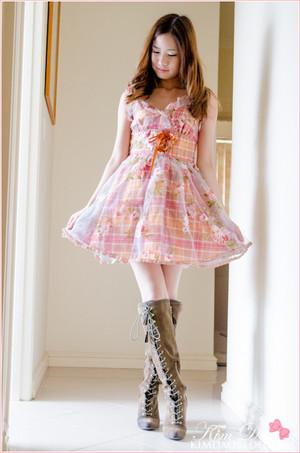 merah jambu Dress