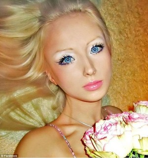 Real Life Girl who looks like বার্বি (Valeria Luckyanova from Ukraine) No photoshop অথবা wax statue